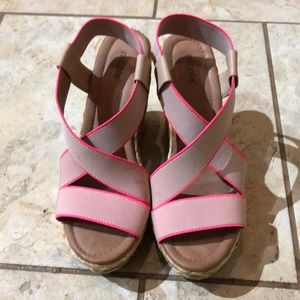 Nicole sandals with pink accents 8m